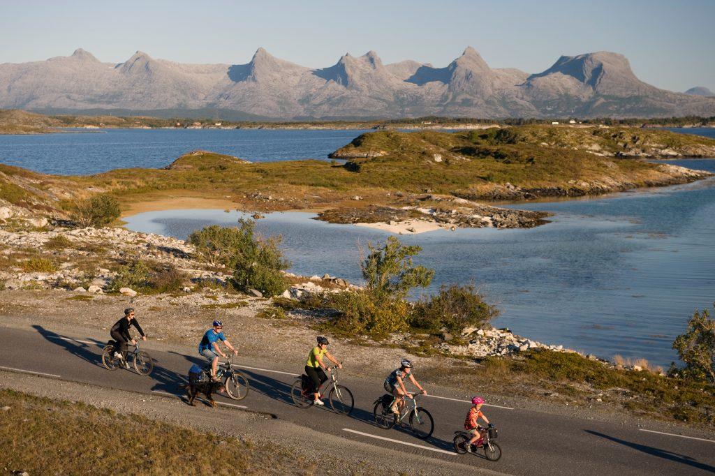 Øyhoppingmed sykkel på Hegelandskysten. Foto: Erlend Haarberg