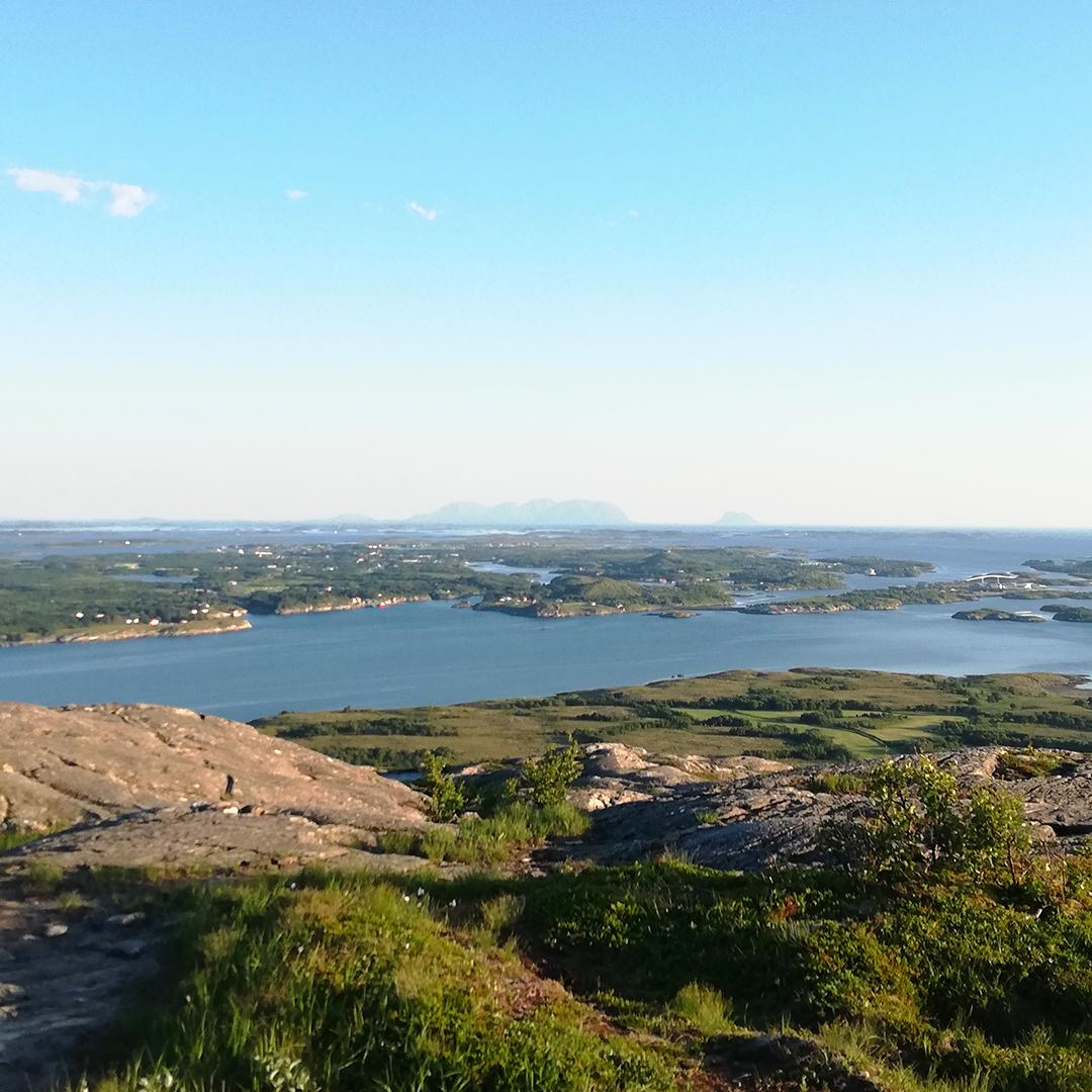 Fra Åkvikfjellet mot Herøy og Vega